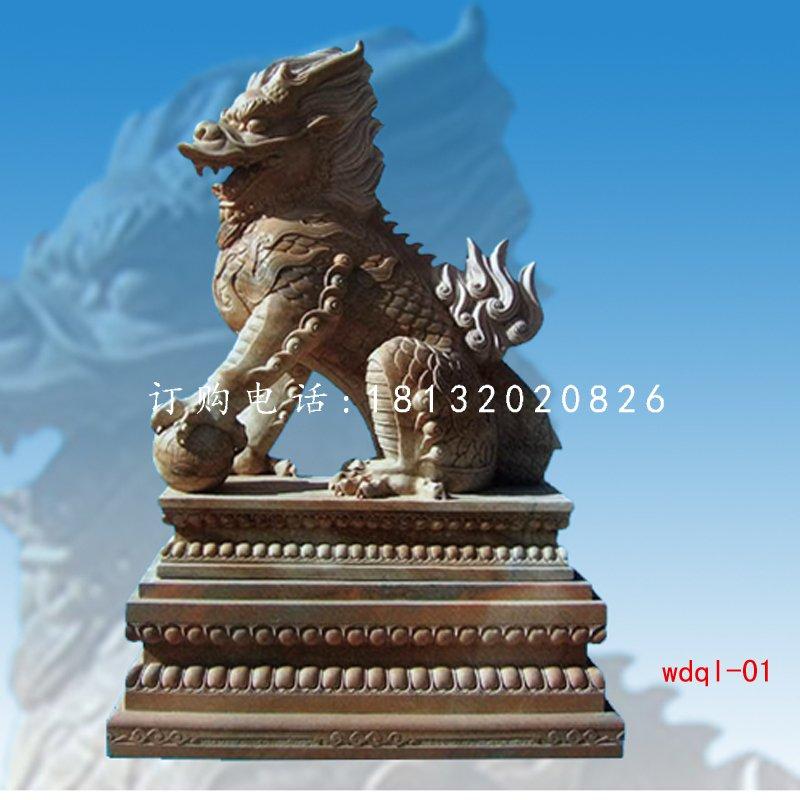 踩球麒麟雕塑晚霞红石雕麒麟