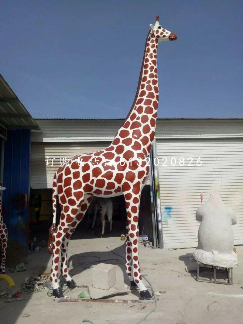仿真长颈鹿,玻璃钢大型动物雕塑