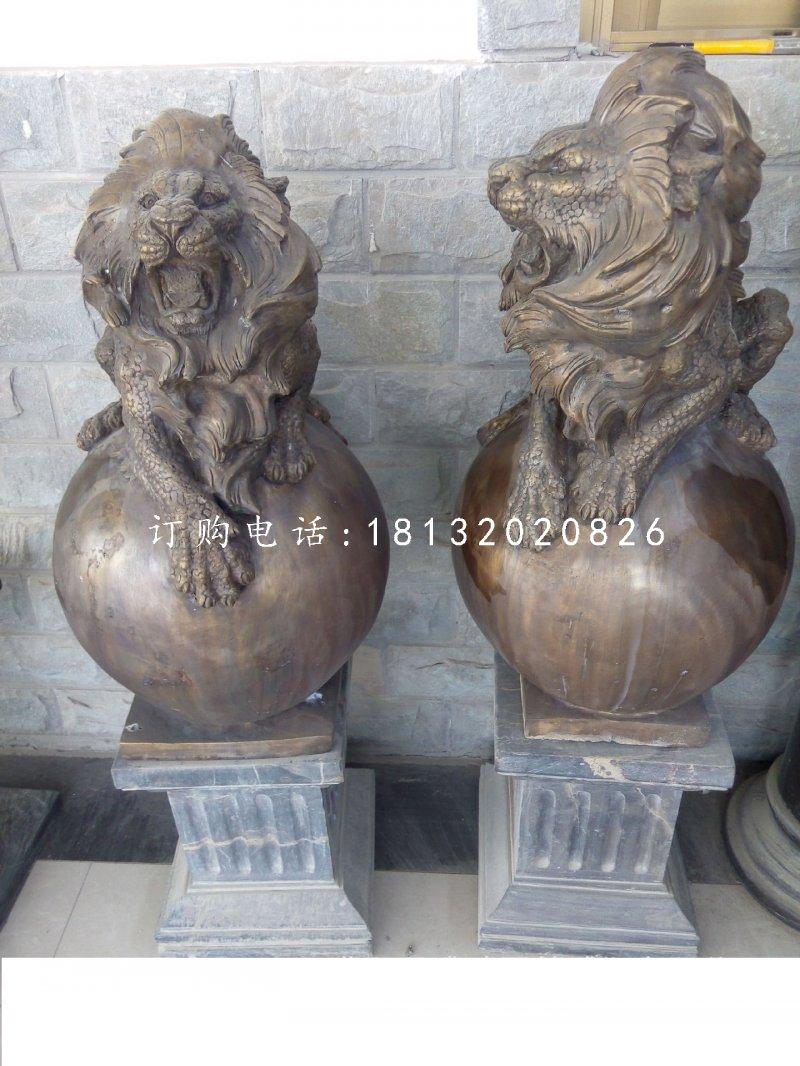 趴在球上的西洋狮铜雕,铸铜狮子