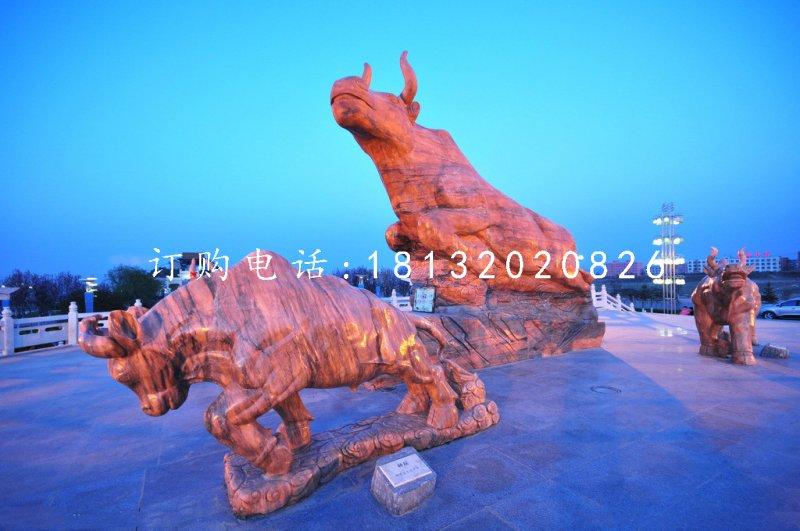 广场石牛雕塑晚霞红石雕牛