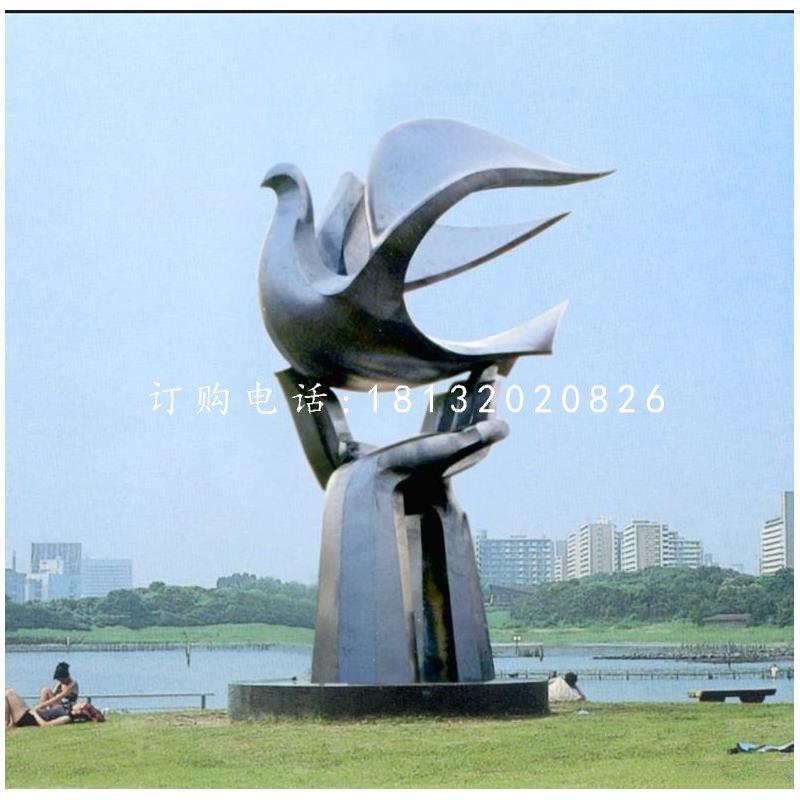 手托和平鸽雕塑公园不锈