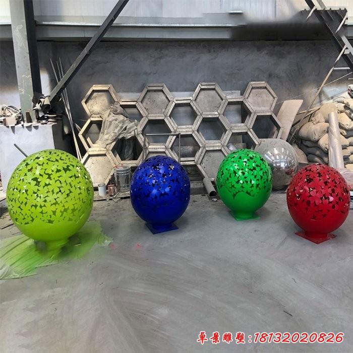 不銹鋼彩色花朵鏤空球雕塑